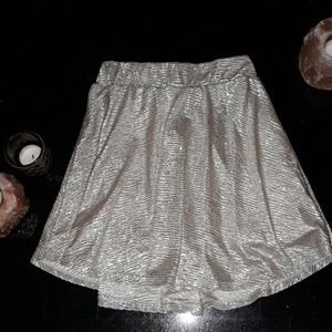 Bright Silver Flowy Skirt fitted waistband 7 / 8